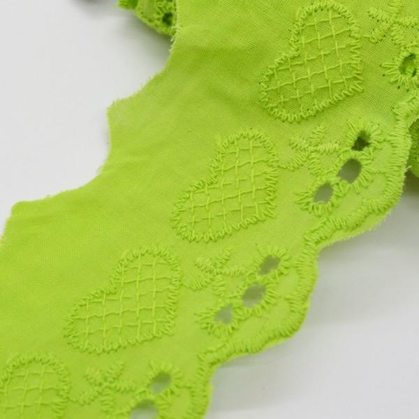 Baumwollspitze mit gestickten Herzen, hellgrün
