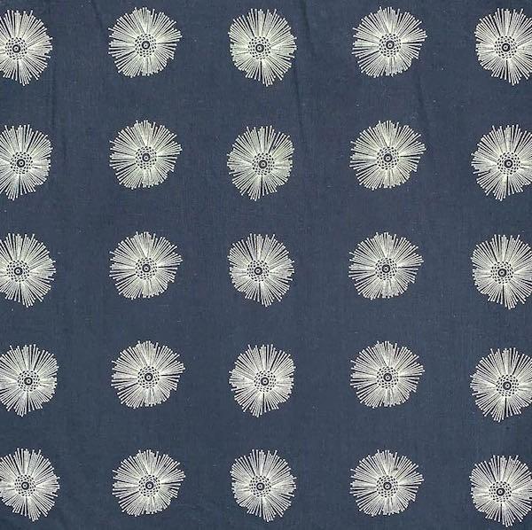 Steffi Blume auf dunkelblau, Batist