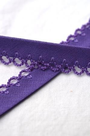 Schrägband mit Häkelborte, violett