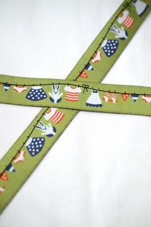 Häschen auf der Wäscheleine, grün, Webband