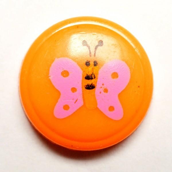 pinker Schmetterling auf orange, Knopf