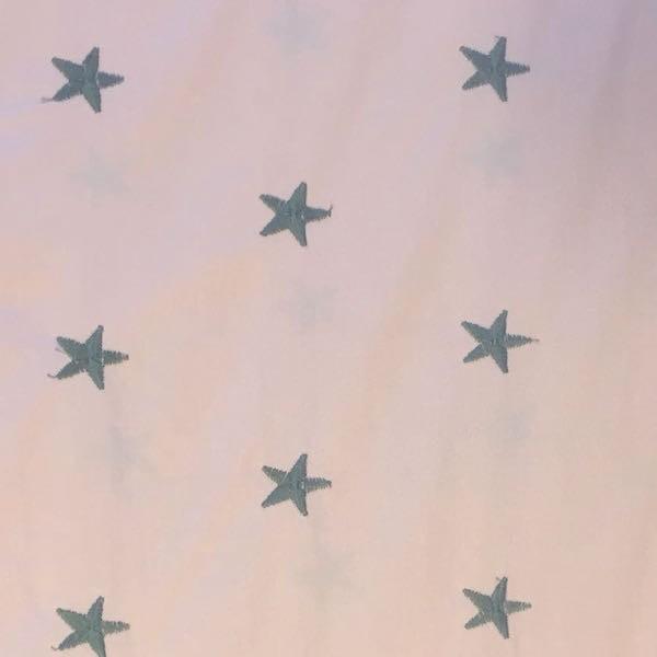 Batist mit aufgestickten Sternen, rosa