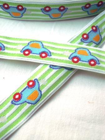 Autos auf Streifen, hellgrün, Webband