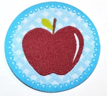 Applikation Apfel weinrot auf hellblau