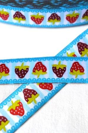 Erdbeeren auf Streifen, türkis, Webband