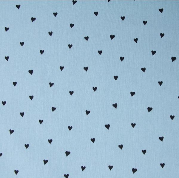 Kleine Herzen schwarz auf hellblau, extraweicher Baumwollstoff, waschbar bei 60°