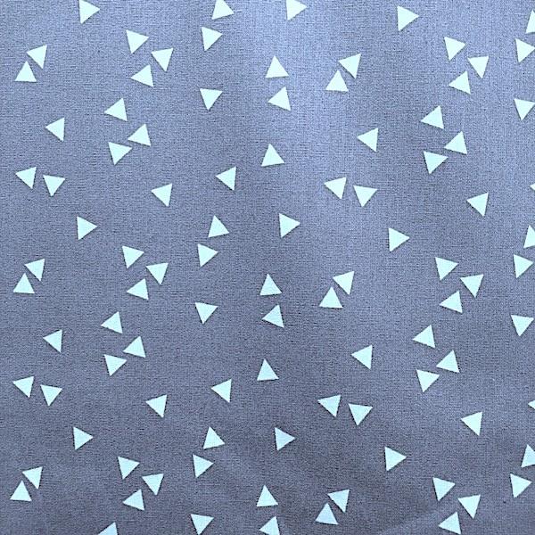 Lili Triangels, weiß auf grau, Webstoff, waschbar bei 60°