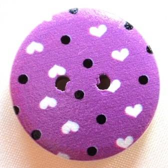 Herzen und Punkte auf lila, Holzknopf