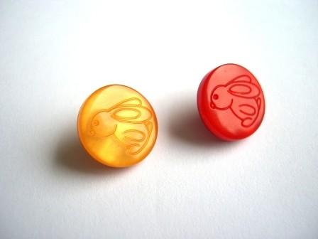 Häschen, orange oder rot, Knopf