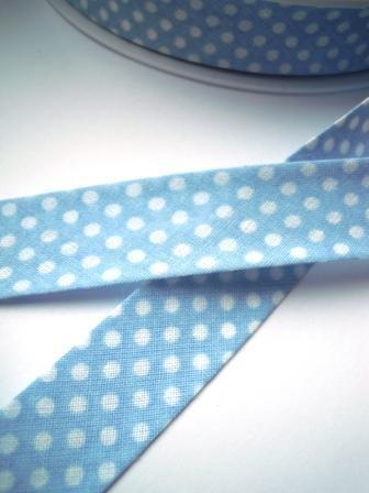 Schrägband, gepunktet, weiß auf hellblau