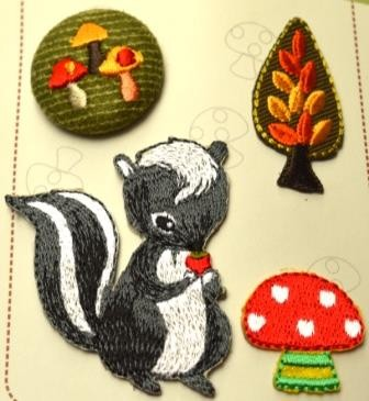 Applikationsset mit Knopf, Skunk