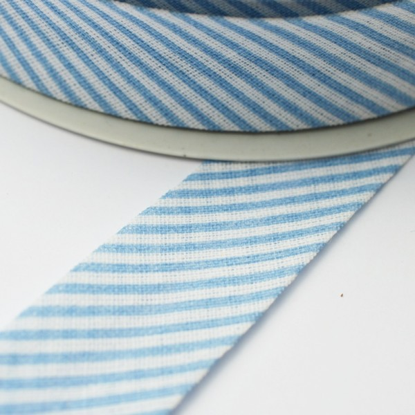 Schrägband, gestreift hellblau