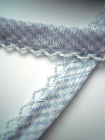 Schrägband mit Häkelborte, Vichykaro, hellblau
