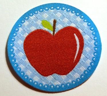Applikation Apfel rot auf hellblau