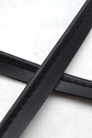 Kunstlederpaspel, schwarz
