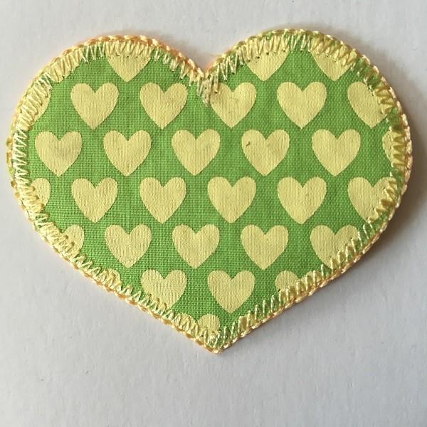 Applikation Herz, grün mit gelben Herzen