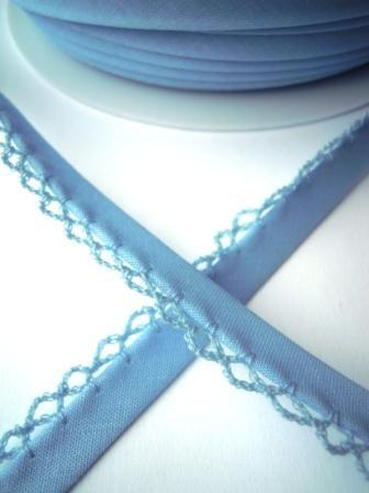 Schrägband mit Häkelborte, hellblau