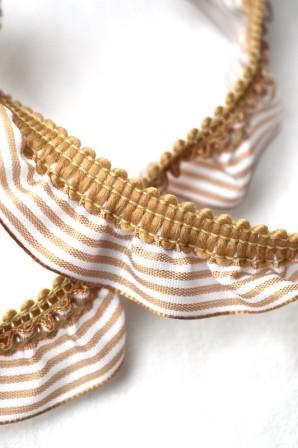 Streifenrüsche, quer, beige