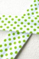 Schrägband, gepunktet, hellgrün auf weiß