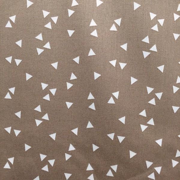 Lili Triangels, weiß auf taupe, Webstoff, waschbar bei 60°