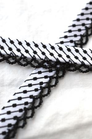 Schrägband mit Häkelborte, Black&White, Strichpunkt