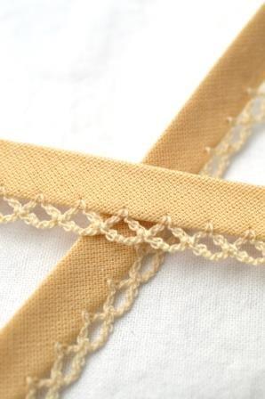 Schrägband mit Häkelborte, hellbraun