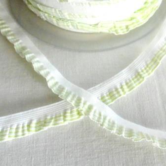 Streifenrüsche, schmal, hellgrün-weiß