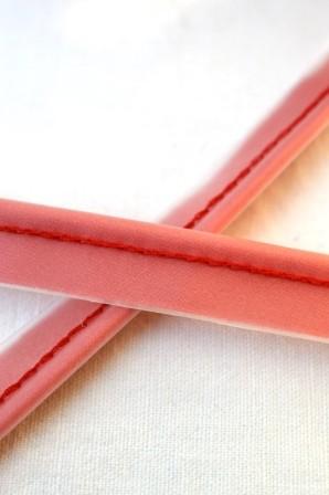 Paspel mit Kunsstoffbezug, rot
